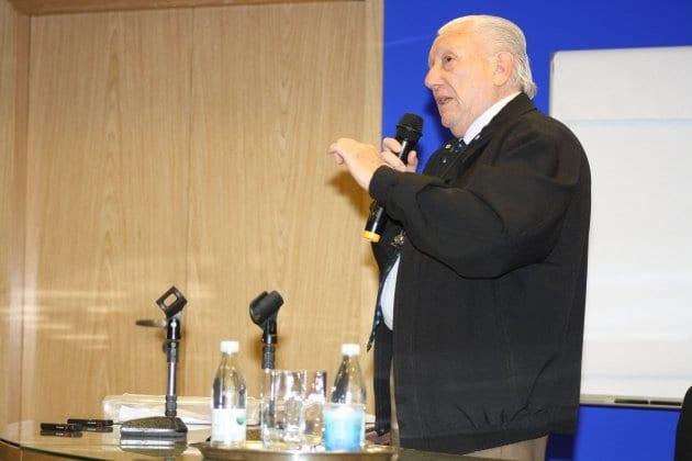 Luiz Barsi, o maior investidor do Brasil, vive de renda 100% de Ações - Aprenda Investimentos